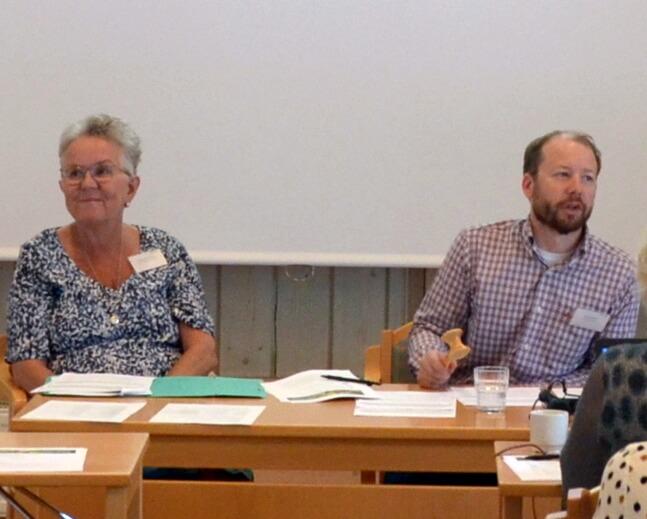 Lena Karlsson Engman, ordförande i BFR lämnade över klubban till Gustaf Ulander, Skellefteå kommun